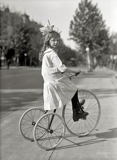 Girl on tricycle - Washington D.C. - 1915 http://ift.tt/2Bdw3Y5