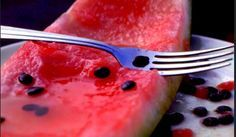 Non buttate i semi del cocomero. Se li bollite in acqua, sviluppano delle proprietà eccezionali.