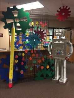 Robot Classroom, Classroom Decor, Gadgets And Gizmos Vbs, The Wild Robot, Maker Fun Factory Vbs, Recycled Robot, Robot Theme, Imagination Station, School Displays