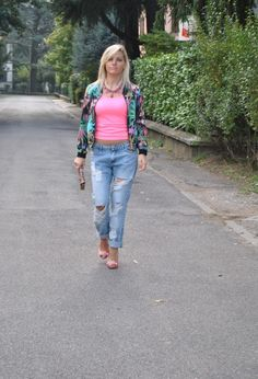 BOYFRIEND JEANS AND FLORAL BOMBER #outfit #ootd #colorblockbyfelym #pimkie #boyfriendjeans #fbloggers #fbloggersitaly