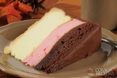 3 Layer Neapolitan Cheesecake Recipe with a Graham Cracker Crust - white chocolate, strawberry, and semi-sweet chocolate layers (chocolate strawberry cupcakes graham crackers) 13 Desserts, Delicious Desserts, Dessert Recipes, Yummy Food, Food Cakes, Cupcake Cakes, Yummy Treats, Sweet Treats, Kolaci I Torte