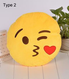 coussin emoji tire la langue face with stuck out tongue and winking eye. Black Bedroom Furniture Sets. Home Design Ideas