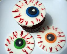 http://cupcakestakethecake.blogspot.com/2011/10/eyeball-and-spider-web-halloween.html