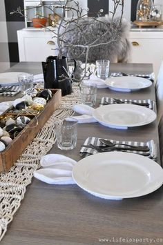 Scandinavian Farmhouse: Spring Home Tour: Black and white spring home tour. images modern Spring Home Tour: Black and white spring home tour with some pops of pastels, somewhere between Rustic Scandinavian and Modern Farmhouse. Easter Table Settings, Easter Table Decorations, Decoration Table, Thanksgiving Decorations, Spring Decorations, Easter Lunch, Hoppy Easter, Easter Dinner, Easter Eggs