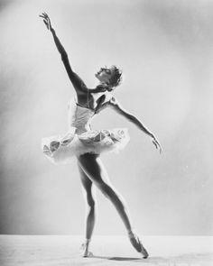 Violette Verdy, ballet star who thrived under Balanchine, dies at 82 - The Washington Post Ballerina Poses, Ballerina Dancing, Ballerina Project, Dance Picture Poses, Dance Poses, Ballet Art, Ballet Dancers, Ballerinas, City Ballet