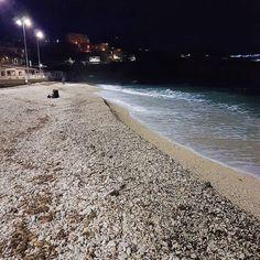 Domenica sera alternativo  sulla spiaggia delle #ghiaie a #portoferraio  Continuate a taggare le vostre foto con #isoladelbaapp il tag delle vostre vacanze all'#isoladelba Visita http://ift.tt/1NHxzN3
