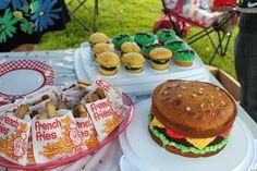 Hamburger cake (brownie as the burger) and cookie fries ; Picnic Birthday, Birthday Parties, Birthday Ideas, Happy Birthday, Mcdonalds Birthday Party, Hamburger Cake, Burger And Fries, Different Holidays, Brownie Cake