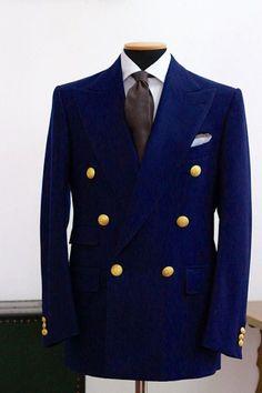 """""""Diseño para la gente real. Pienso en nuestros compradores todo el tiempo. No hay virtud ninguna en crear ropas o accesorios que no son prácticos""""; Giorgio Armani.     Lo primero antes."""