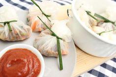 Reispapier-Säckchen mit Soja-Schnetzel und süß-scharfem Dip