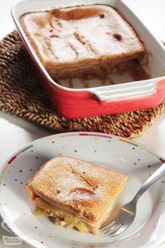 Torta de maçã. Mole! A massa só leva creme de leite, canela, açúcar, ovo e farinha!