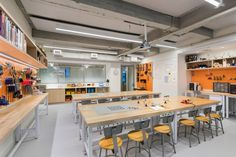 Image 8 of 15 from gallery of Blue School / Rockwell Group. Photograph by Albert Vecerka/Esto Modern Classroom, Classroom Design, Art Classroom, Maker Labs, Rockwell Group, Tech Room, Community Space, Learning Spaces, Design Lab