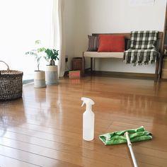 人気のあるフローリング。比較的メンテナンスもしやすく、また床暖房の普及により床暖房対応フローリングなどの商品もあり、ますますフローリングの人気は高まる一方!そんなフローリングをきれいに清潔にする秘訣を知りたくありませんか?今回は、フローリング掃除のコツを紹介します!