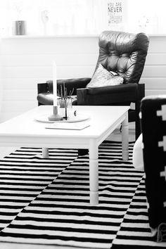 Via Noe Pa Hjertet   Black and White   Ikea Stockholm Rand Rug   Nordic Scandinavian