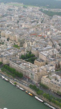 The Seine and the city of Paris http://mundodeviagens.com/ - Existem muitas maneiras de ver o Mundo. O Blog Mundo de Viagens recomenda... TODAS!