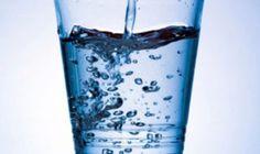 Už samotná voda zriedená sčerstvou citrónovou šťavou je extrémne zdravým nápojom. Ak však do nej pridáte ešte aj trocha kurkumy, vyrobíte priam zázračný liečivý nápoj. Takýto nápoj nielenže naplní vaše telo množstvom novej energie, aledokonca pomôže vyliečiť aj mnohé chronické zdravotné problémy. Urobte si ztohto