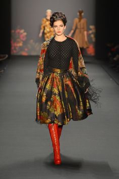 Folk Fashion, Couture Fashion, Fashion Show, Vintage Fashion, Fashion Design, Fashion Moda, Vogue, Mein Style, Russian Fashion