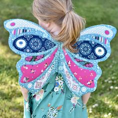 Butterfly Wings by Isabelle Selak - Mister Domestic Wife-made butterfly wings by Isabelle Selak – sewing project pattern link inside Easy Sewing Projects, Sewing Tutorials, Sewing Crafts, Sewing Patterns, Sewing Toys, Love Sewing, Sewing For Kids, Hand Sewing, Baby Leggings