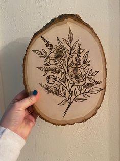 Wood Burning Stencils, Wood Burning Crafts, Wood Burning Patterns, Wood Burning Art, Pyrography Patterns, Pyrography Designs, Wood Tattoo, Burning Rose, Wood Burn Designs