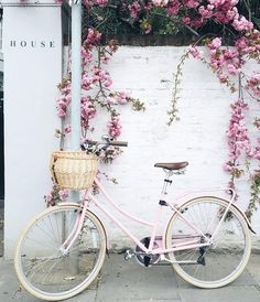Inspiration // We love this gorgeous pink bike matches the white wall !