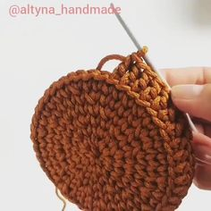 Lidia Crochet Tricot, Crochet Shawl, Crochet Stitches, Diy Crafts Crochet, Crochet Projects, Crochet Basket Pattern, Crochet Patterns, Handbag Tutorial, Crochet Circles