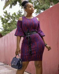 You can choose to look simple and peng like @_its_eyramgh. Don't you live this outfit?