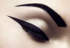 We share our top tips for how to apply top eyeliner. Learn from our makeup tutorials on applying liquid eyeliner and how to apply pencil eyeliner. Eye Makeup, Hair Makeup, Beauty Make Up, Hair Beauty, Smoky Eyes, Make Up Inspiration, Beauty Shots, Tips Belleza, Looks Cool