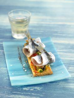 Coca de sardinas con hortalizas y olivada | Claudia & Julia