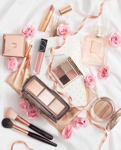 Image about make up in 💚Flatlay💛 by ❀Gene❀ on We Heart It Makeup Goals, Makeup Tips, Beauty Makeup, Eye Makeup, Makeup Blog, Drugstore Makeup, Hair Beauty, Photo Pour Instagram, Eyeliner
