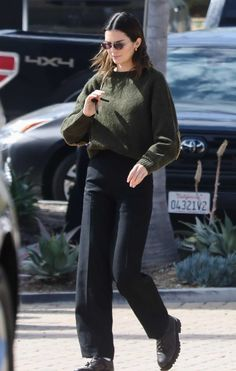 Image uploaded by Diana. Find images and videos about kendall jenner on We Heart It - the app to get lost in what you love. Le Style Du Jenner, Kendall Jenner Outfits, Winter Fashion Outfits, Look Fashion, Fashion Clothes, Model Outfits, Cute Outfits, Fashionable Outfits, Dressy Outfits