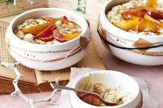 Creamy vanilla porridge with brown sugar apples Fall Breakfast, Perfect Breakfast, Apple Recipes No Sugar, Brunch Recipes, Breakfast Recipes, Breakfast Ideas, Porridge Recipes, Winter Food, Thermomix
