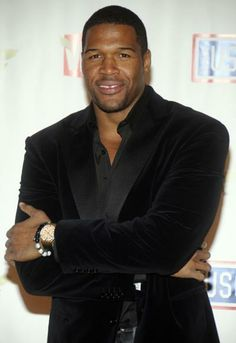 Michael Strahan November 1971 Happy Birthday to Michael Strahan who turns 41 today. HE is currently co-host of the talk show Live! with Kelly & Michael. Fine Black Men, Fine Men, Black Man, Sharp Dressed Man, Well Dressed Men, Black Is Beautiful, Gorgeous Men, Black Tv Shows, Michael Strahan