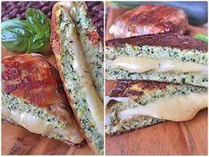 Low Carb Zucchini Sandwich grilled Cheese aus Zucchini Brot mit Cheddar Käse und…