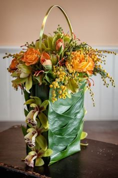 19 Reasons to Carry a Floral Purse Instead of a Wedding Bouquet - Mon Cheri Bridals Joni Shimabukuro Photography Art Floral, Floral Bags, Deco Floral, Floral Purses, Floral Design, Love Flowers, Fresh Flowers, Beautiful Flowers, Ikebana
