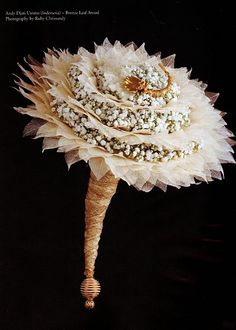 Vintage Fan Feathered Golden Bouquet
