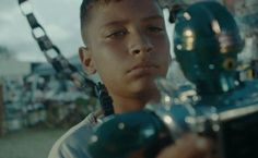 Um dos poucos representantes brasileiros no Festival de Cannes deste ano tem uma história que combina solidariedade e criatividade.