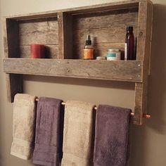 Foto van Koper Sherri Sherpy die dit item heeft beoordeeld met de Etsy app for Android. Wooden Pallet Projects, Diy Pallet Furniture, Rustic Furniture, Cool Furniture, Rustic Bathroom Decor, Rustic Bathrooms, Bathroom Styling, Palette Deco, Wood Pallets