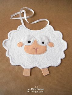 Baby Diy Projects Sewing Bib Pattern 17 Ideas For 2019 Baby Sewing Projects, Sewing For Kids, Sewing Crafts, Baby Crafts, Felt Crafts, Fabric Crafts, Baby Accessoires, Bib Pattern, Pattern Ideas