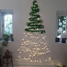 101 Christmas DIY Decorations Easy and Cheap christmas decorations easy Wall Christmas Tree, Creative Christmas Trees, Diy Christmas Decorations Easy, Outdoor Christmas, Simple Christmas, Christmas Holidays, Christmas Crafts, Apartment Christmas Decorations, Diy Christmas Room Decor