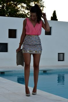 Cami coral + falda de paillettes