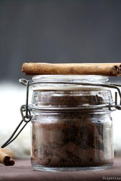 Tulpentag: Heiße Schokolade mit Zimt auf Vorrat