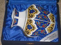 """Kutahya Porselen Vase Turkey 6"""" with case/Cert Authenticity"""