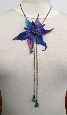 Necklase Textile Jewelry, Fabric Jewelry, Jewelry Art, Beaded Jewelry, Wet Felting, Needle Felting, Felt Necklace, Diy Crafts Jewelry, Silk Art