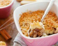 Gratin de pommes à la cannelle façon crumble allégé : http://www.fourchette-et-bikini.fr/recettes/recettes-minceur/gratin-de-pommes-a-la-cannelle-facon-crumble-allege.html