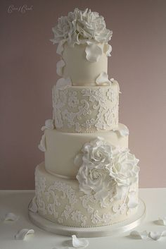 Adore This Except I D Want Purple Elements Maybe Have The Flowers Lace Wedding Cakeslace