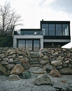 Modern Beach House Design Ideas to Welcome Summer – Beach House Decor Danish House, Beach Cottages, Beach Houses, Tiny Cottages, Beach House Decor, Danish Modern, Exterior Design, Architecture Design, Black Architecture