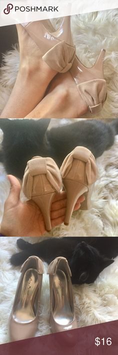 Nude Bow Heels Pumps Shoes Patent Leather 5.5 Faux patent leather heels in a dusty rose shade of nude. Round toe, faux suede bow back details. They have only been tried on, never worn. Size 5.5 could also fit size 5. 3.5 inch heel, easy to walk in. No notable flaws. Nude is so versatile to go with most any other color! Perfect for your next formal or semi formal event! Anne Michelle Shoes Heels