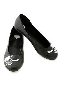 My love for skulls and shoes combined! Finally!   ☠ T.U.K. Black Skull Print Flats ☠