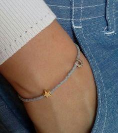 Bracelet étoile, bracelet en perles, bracelet de fer à cheval, bracelet gris Ce bracelet est tellement mignon délicat et élégant!!! Cette liste est pour un bracelet. Plus de détails: ♥ Argent fer à cheval (5,5 mm) ♥ en plaqué or étoile (4,5 mm) Perles de rocailles minuscule ♥