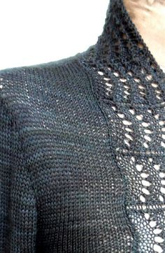 Harriett is a simple cardigan with a wide lace border that works well with a… Christmas Knitting Patterns, Sweater Knitting Patterns, Arm Knitting, Crochet Fall, Knit Crochet, Beginner Knitting Projects, Knitting Ideas, Lang Yarns, Lace Border