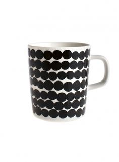The very bold Siirtolapuutarha & Räsymatto patterns were designed in 2009 by Maija Louekari for Marimekko. They appear on a range of tableware from iittala. Ceramic Tableware, Stoneware Mugs, Kitchenware, Ceramic Art, Marimekko, Tea Mugs, Coffee Mugs, Billy Regal, Porcelain Mugs